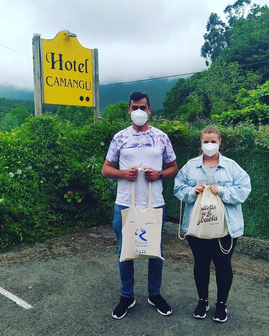 Cristina y Saúl, los primeros vecinos de El Franco que disfrutan de la experiencia turística riosellana