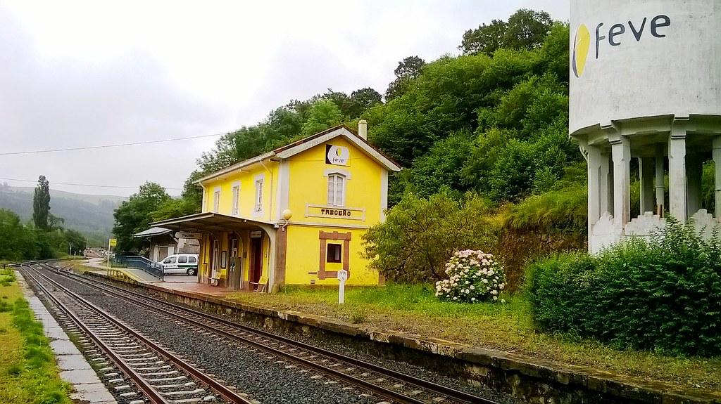 ADIF cierra indefinidamente las estaciones de Unquera y Treceño, en Cantabria