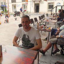 La sentencia contra el Café la Villa afectará a todas las terrazas, comercio, mercado y mobiliario urbano de Ribadesella