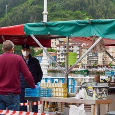 Pueblu presenta su proyecto de mercáu mensual para la villa de Ribadesella