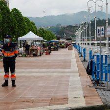 El mercado semanal de Ribadesella sigue restringido a trece puestos de alimentación