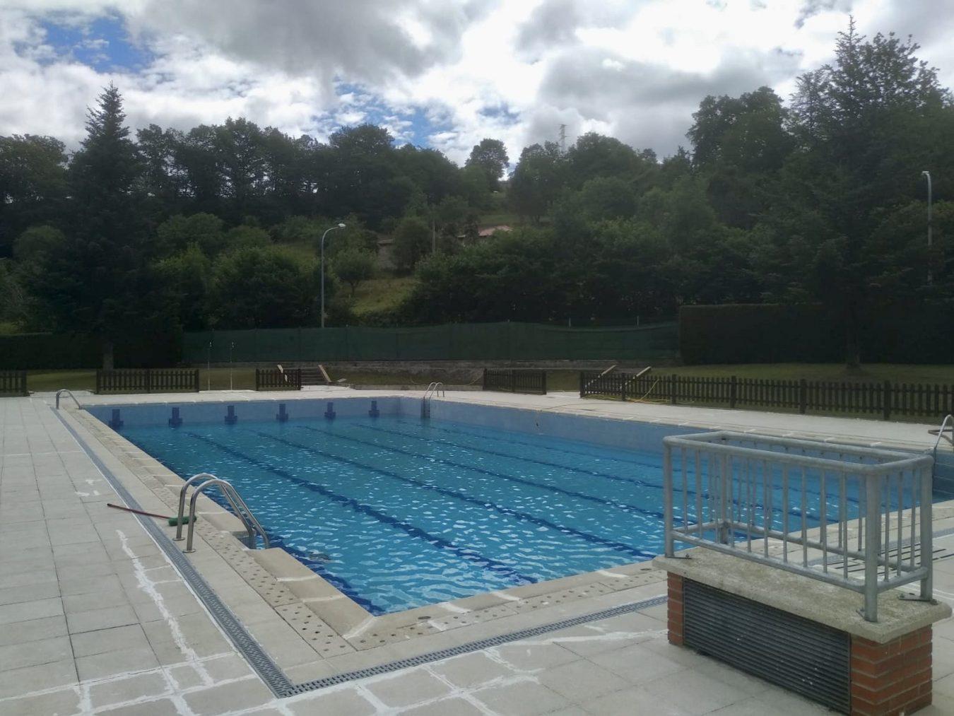 La semana que viene abren de nuevo sus puertas las piscinas de Infiesto y la oficina de turismo de Llanes