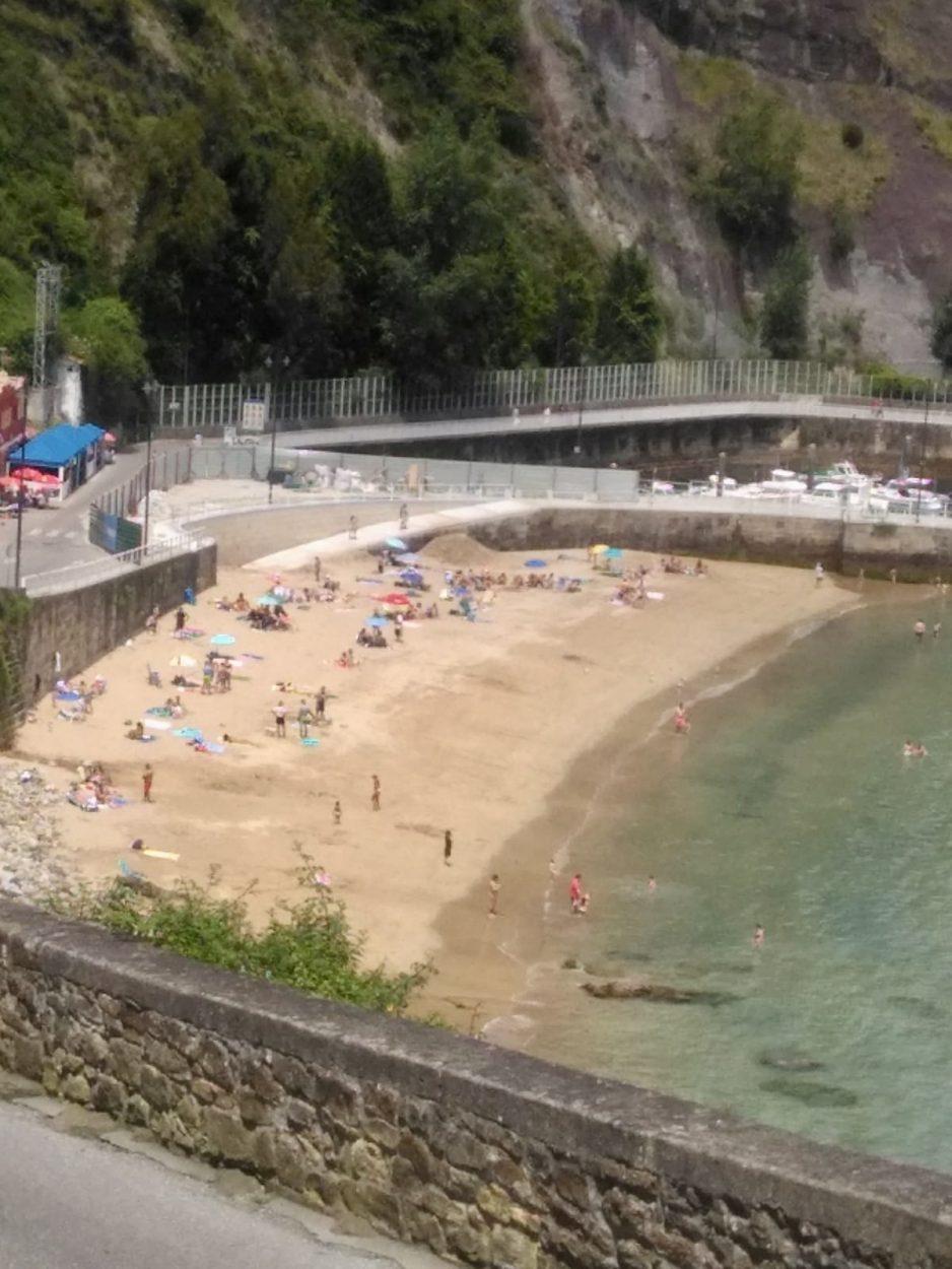 Este viernes se ponen en marcha los autobuses estivales que unirán Lastres con Colunga y playa La Griega