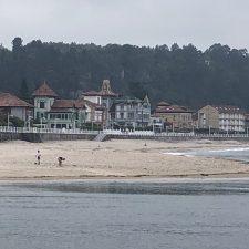 La playa de Ribadesella quedará dividida en siete zonas diferenciadas con colores para controlar su aforo
