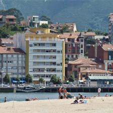 Ribadesella prohibe el baño en toda la Punta del Arenal de Santa Marina por motivos de salubridad ante la Covid-19