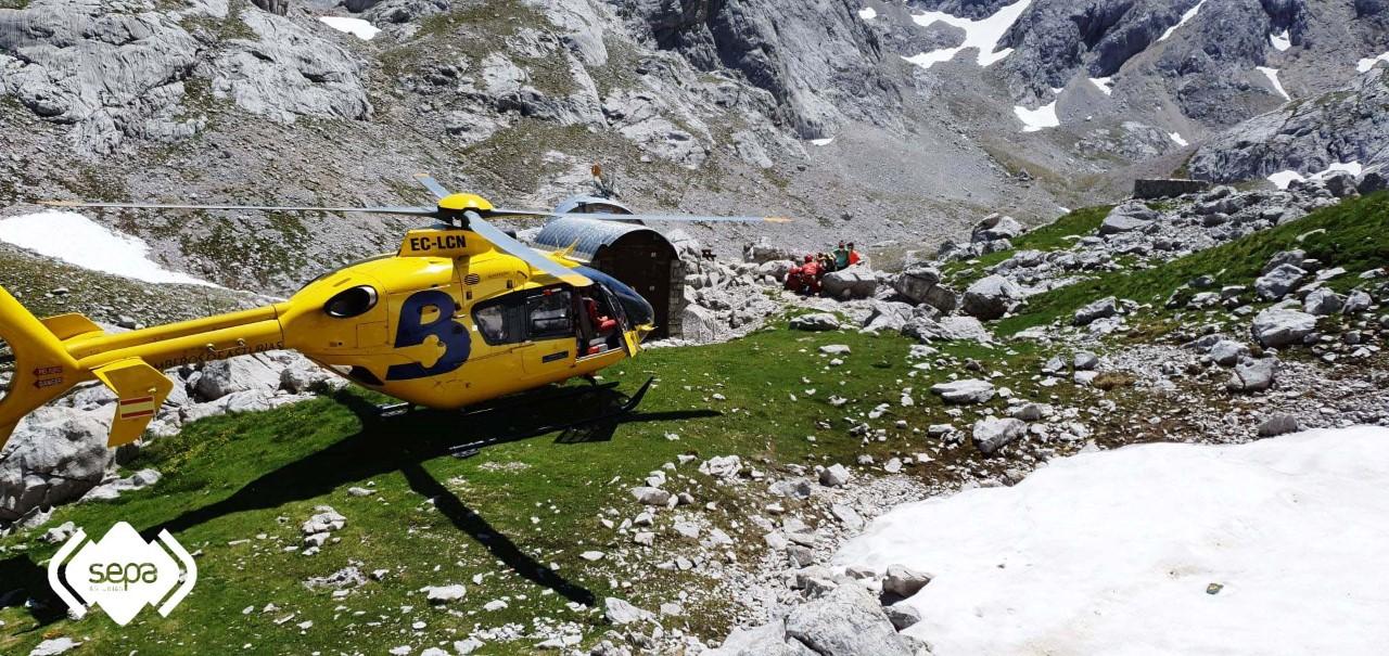 Rescatado un montañero que sufrió una caída en Torrecerredo, en el concejo de Cabrales