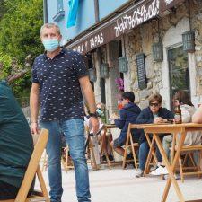 Asturias pide no fumar en terrazas para evitar contagios y prohíbe abrir discotecas