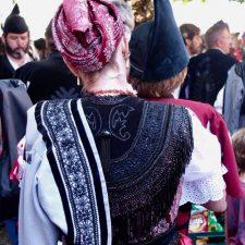Los talleres de trajes tradicionales de Llanes quieren entrevistarse con Cultura para buscar una salida a su crítica situación actual