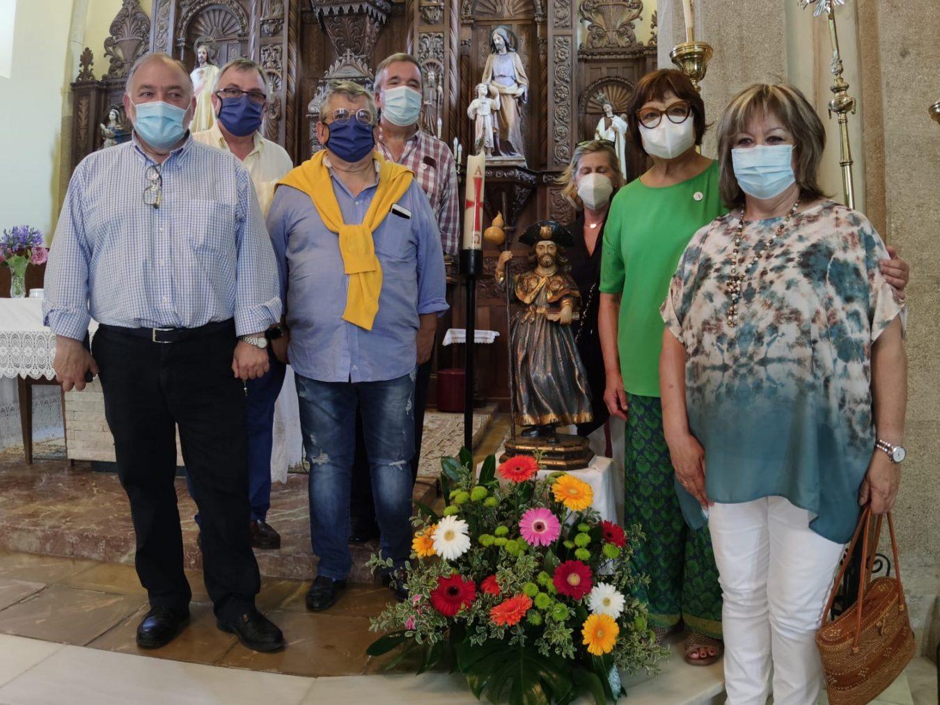 Homenaje de APECAN y el Ayuntamiento de Ribadesella a José María Orviz, párroco de San Esteban, en el día de Santiago