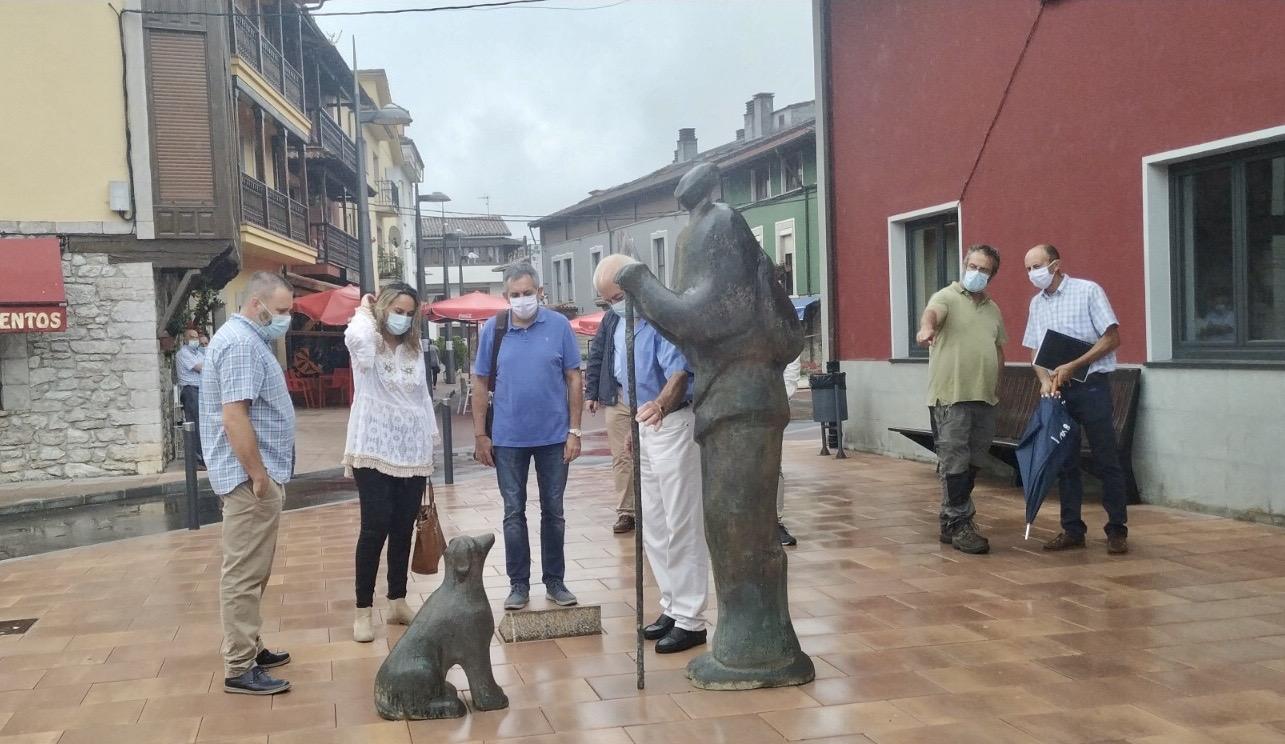 Benia de Onís inaugura su remozada plaza dedicada a los Pastores de los Picos de Europa