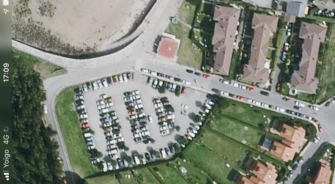 Quejas por el estacionamiento de autocaravanas en la calle Ramón y Cajal de Ribadesella