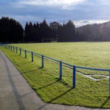 Se reanuda la renovación de la instalación eléctrica en el campo de fútbol del Ereba, en Nueva de Llanes