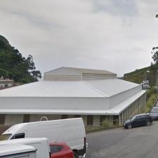 El aparcamiento que el PSOE de Ribadesella quiere hacer en La Atalaya incluiría la desaparición de la cancha deportiva