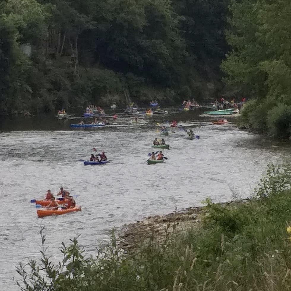 El uso de la mascarilla también se extiende por la ribera del Sella entre los usuarios de las empresas de turismo activo