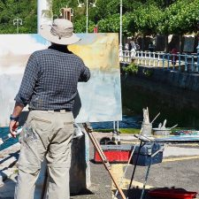 27 artistas de ocho comunidades autónomas compiten hoy en el Certamen de Pintura en la Calle de Ribadesella