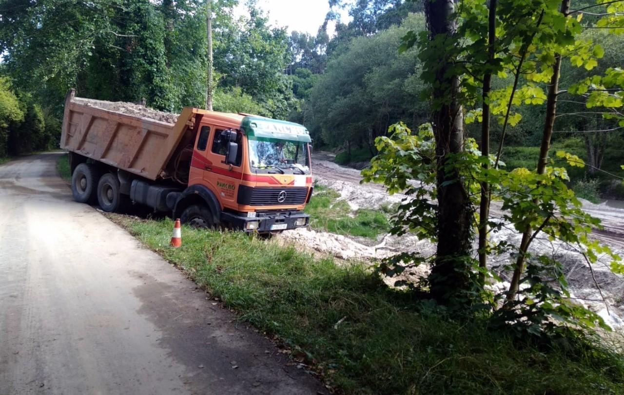 La Confederación Hidrográfica inicia la retirada de áridos en la cuenca del río Calabres, en Posada de Llanes
