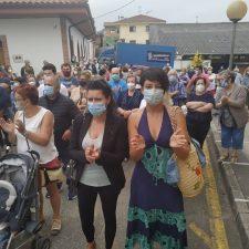 Concentración vecinal en Posada de Llanes para exigir la reapertura total del consultorio