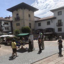 Cangas de Onís contrata a vigilantes de seguridad para controlar el uso de mascarillas en el mercado dominical