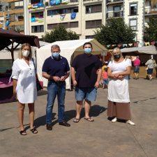 Arriondas inaugura con un sol radiante su primer Mercáu Tradicional