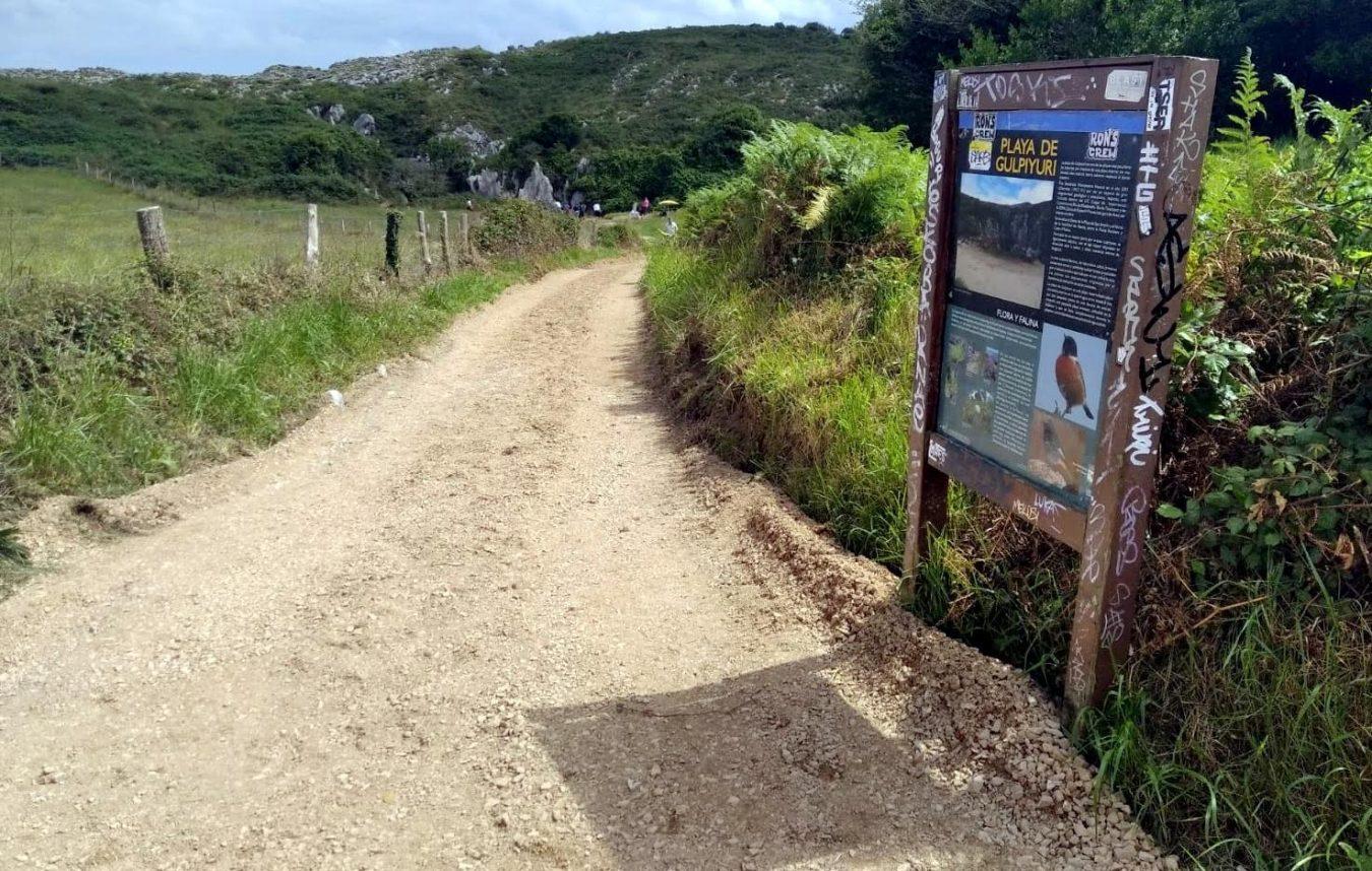 El cierre del acceso a Gulpiyuri genera caos en la A8 y malestar entre los vecinos de Naves