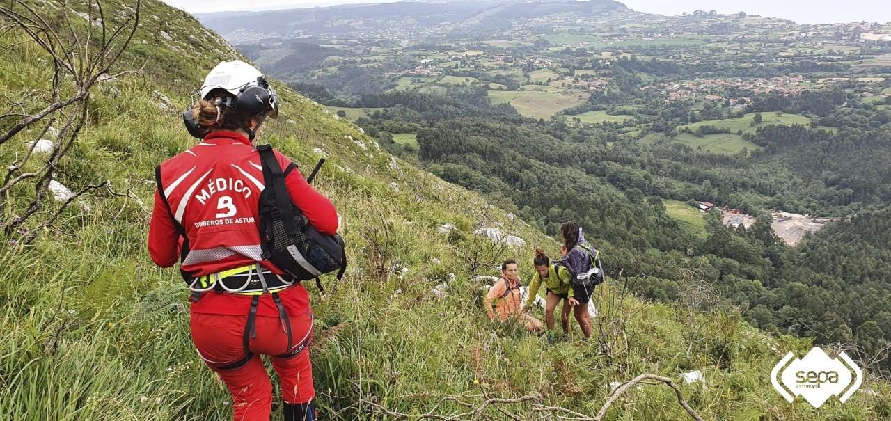 Rescatadas tres mujeres desorientadas por la niebla en el Picu Pienzu, en Colunga