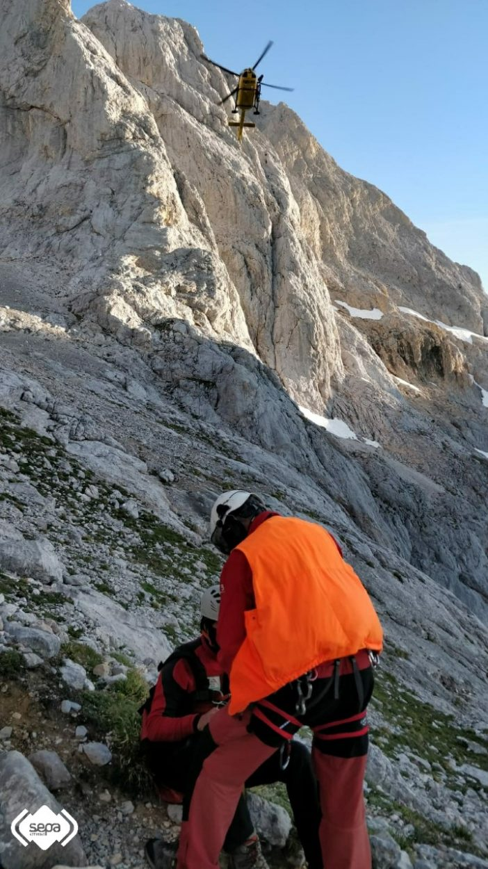 Trasladado al Hospital de Arriondas un montañero que se sintió indispuesto en Cabrales