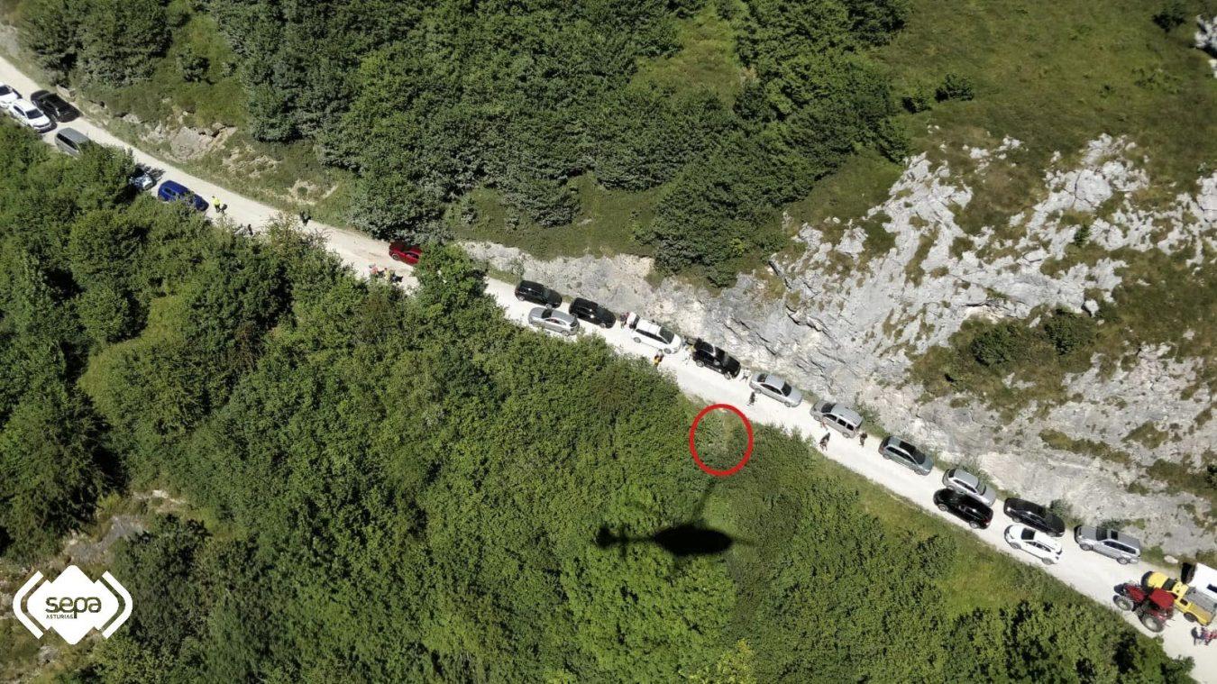 El alcalde de Cabrales llama 'pisapraos' a los turistas que ayer se accidentaron en la pista de Pandébano