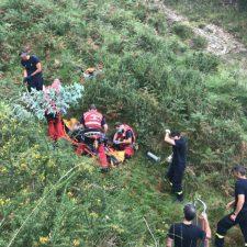 Trasladado al hospital un motorista que sufrió un accidente en una pista forestal de Llanes