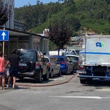 Ribadesella prohibe lavar coches, llenar piscinas y regar jardines debido a la escasez de agua