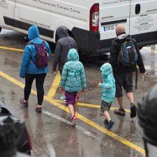 Las tormentas anunciadas también llegan a la villa de Ribadesella con intensa lluvia desde primeras horas de la tarde