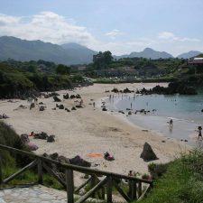 Llanes abría este miércoles las tres playas que ayer cerró debido a un vertido oleaginoso