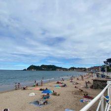 Tercer día sin baño permitido en la playa de Ribadesella. El resultado de la última muestra se conocerá este martes
