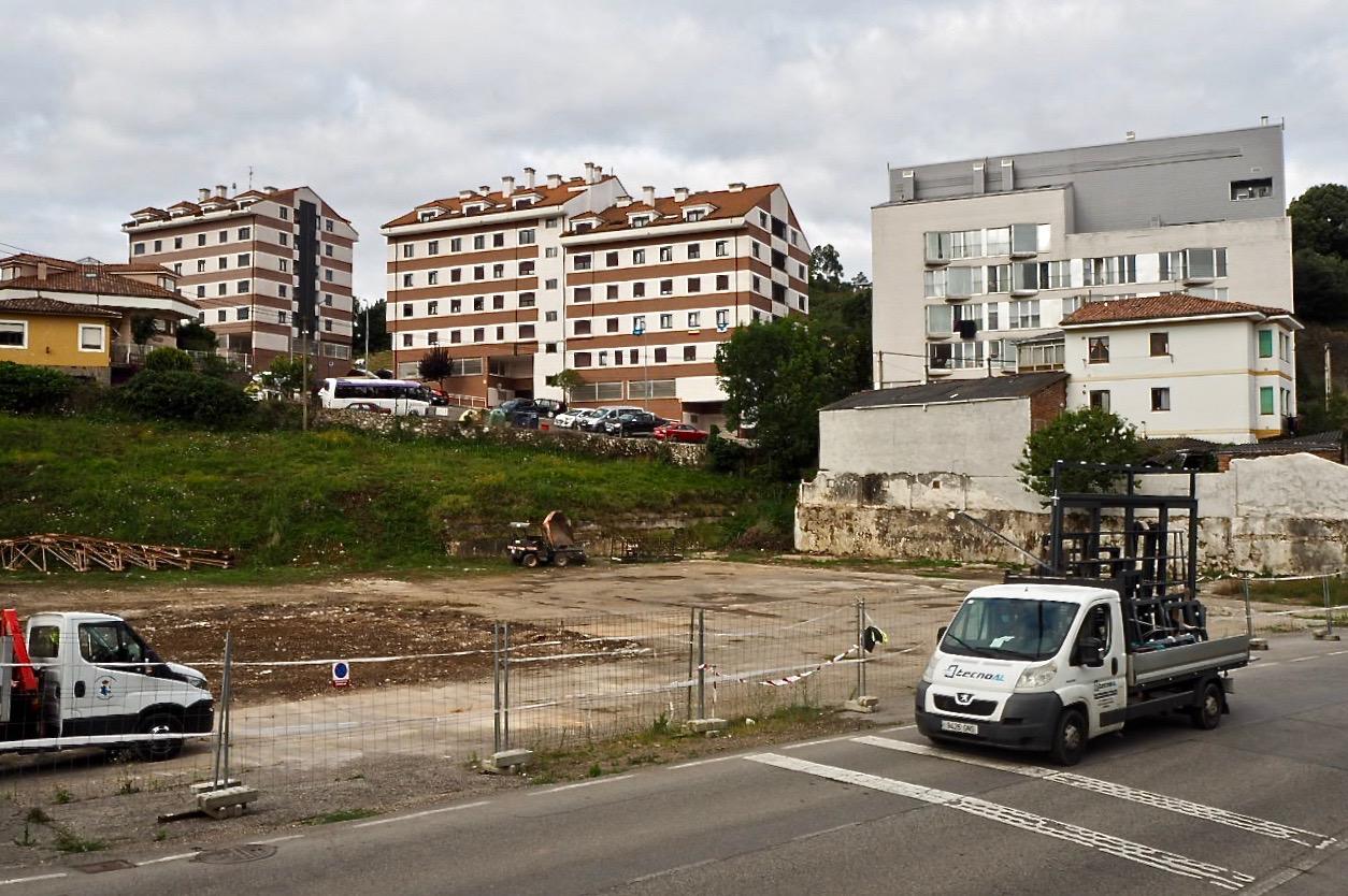 El Ayuntamiento de Ribadesella habilita unas 200 plazas de aparcamiento para lo que resta de verano en la antigua mantequería