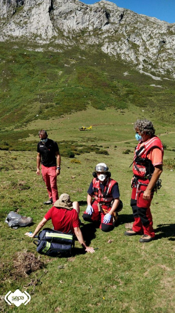 Rescatado un montañero de 64 años que se fracturó una pierna a doscientos metros de Pandébano (Cabrales)
