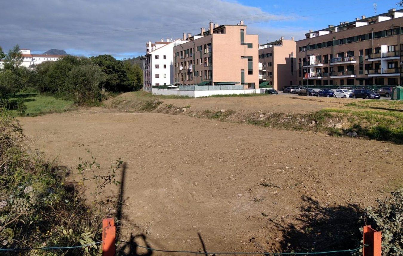 Concluída la limpieza en la riega que une Posada con Lledías comienza la construcción de una escollera en Ardisana