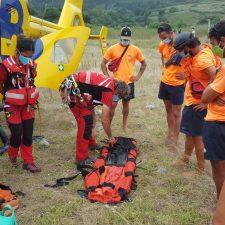 Simulacro de salvamento con helicóptero medicalizado en la riosellana playa de Vega