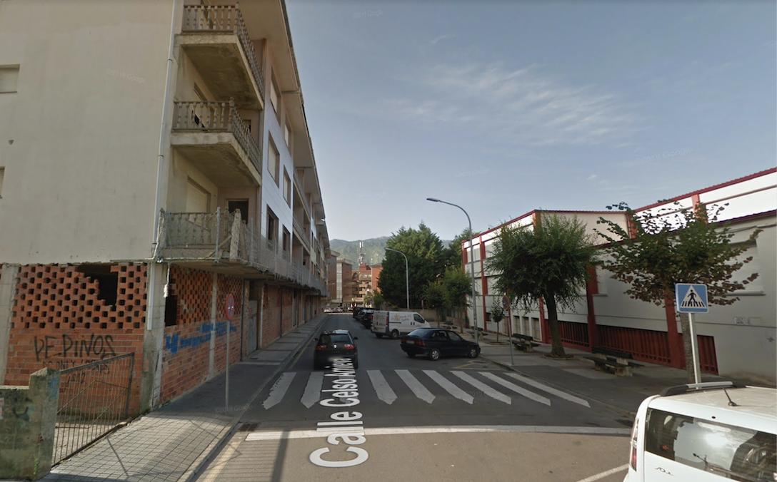Ultimátum del Ayuntamiento de Llanes a la propiedad del edificio de la calle Celso Amieva que lleva más de 37 años inacabado