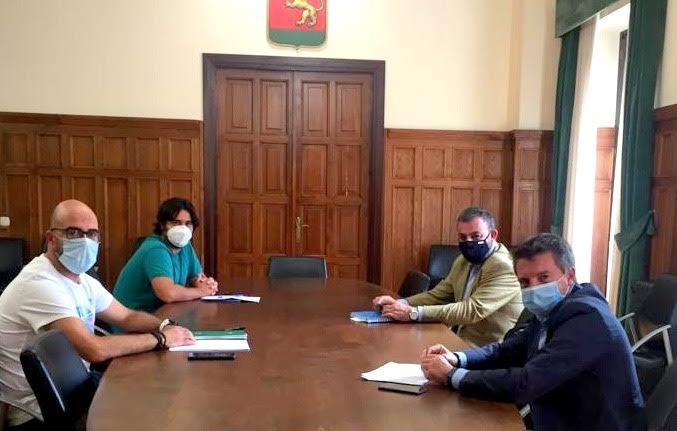 El Ayuntamiento de Llanes y Otea impulsan una mesa profesional de turismo en el concejo