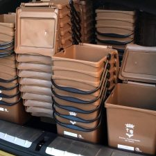 Comienza el reparto del contenedor marrón entre vecinos y comerciantes de Las Malvinas de Llanes