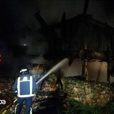 Un hombre sufre quemaduras con pronostico reservado en el incendio de un hórreo en Cañu (Cangas de Onís)