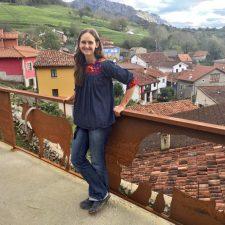 Una californiana imparte clases de inglés a estudiantes chinos desde Asiegu (Cabrales)