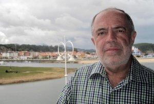 Un banco instalado en el litoral de Ribadesella recordará para siempre al Embajador de España, Javier Sangro de Liniers