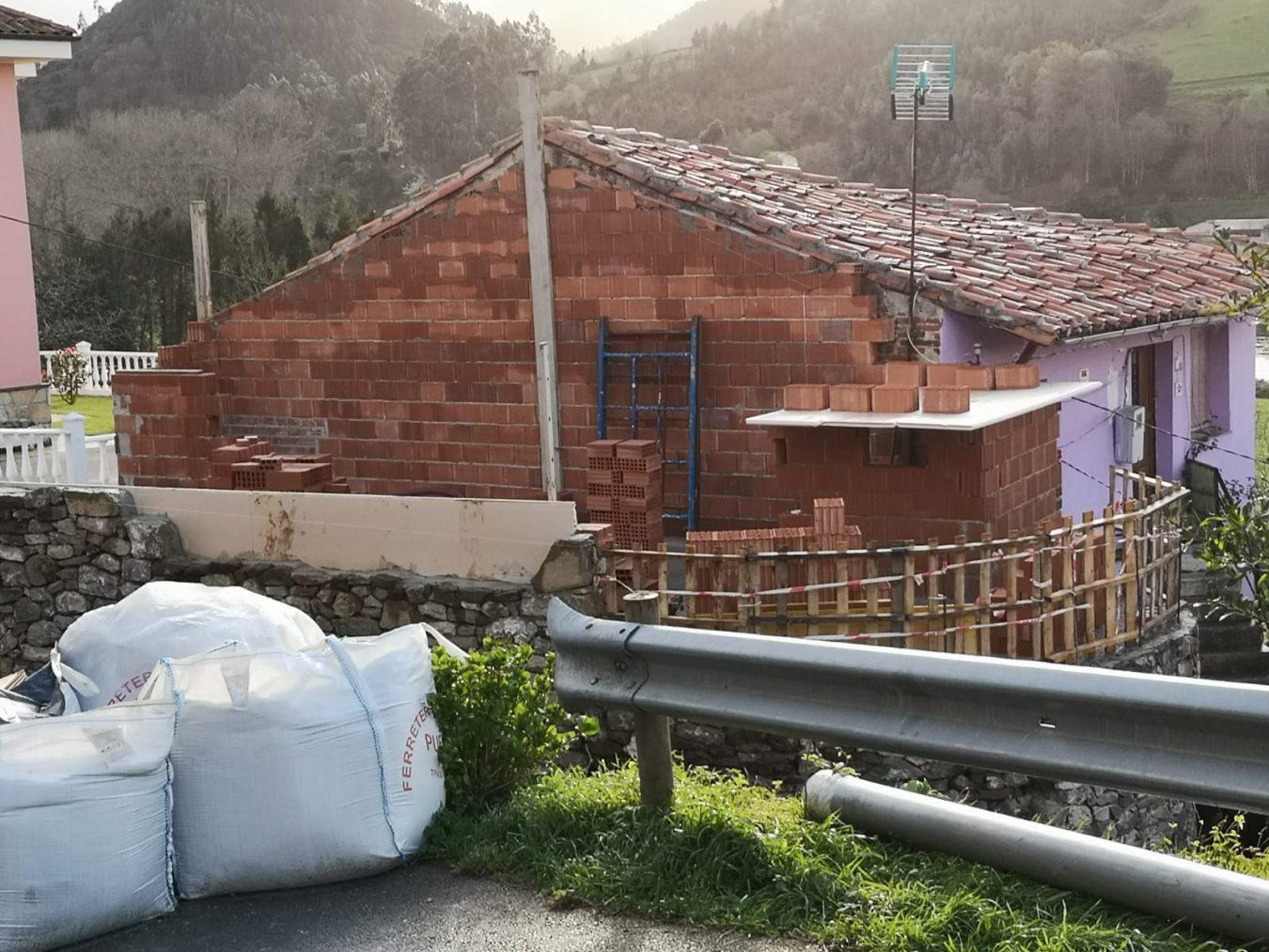 El programa Joven Ocúpate de Ribadesella concluirá el centro social de Lloviu