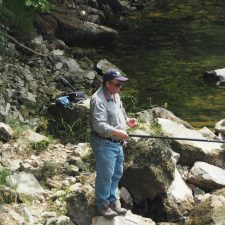 La nueva normativa de pesca fluvial diferencia entre ricos y pobres. Quien no pueda pagarse un coto, solo podrá pescar 2 salmones