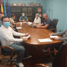 El Ayuntamiento de Onís aprueba bonificaciones del 90% para asentar población, captar nuevas familias y atraer inversores