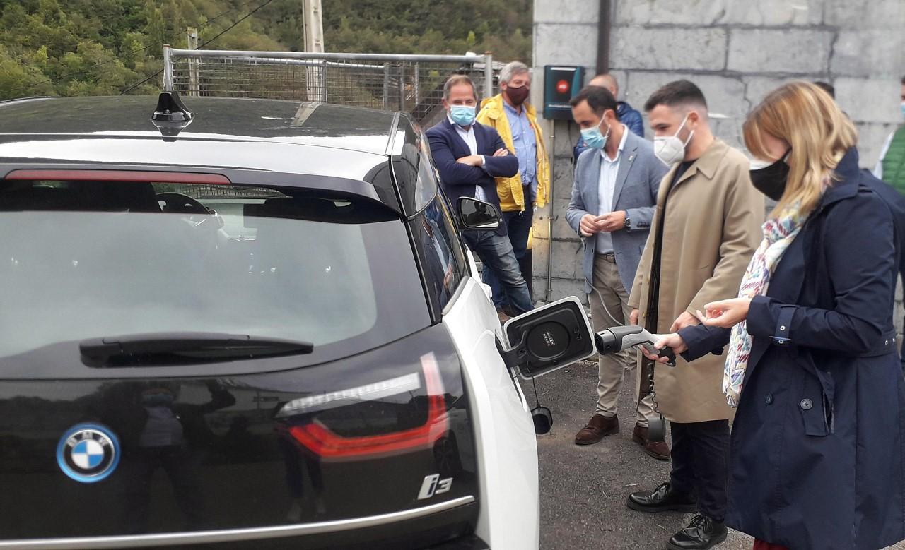 El Parque Natural de Ponga el primero de Asturias con un punto de recarga para vehículos eléctricos