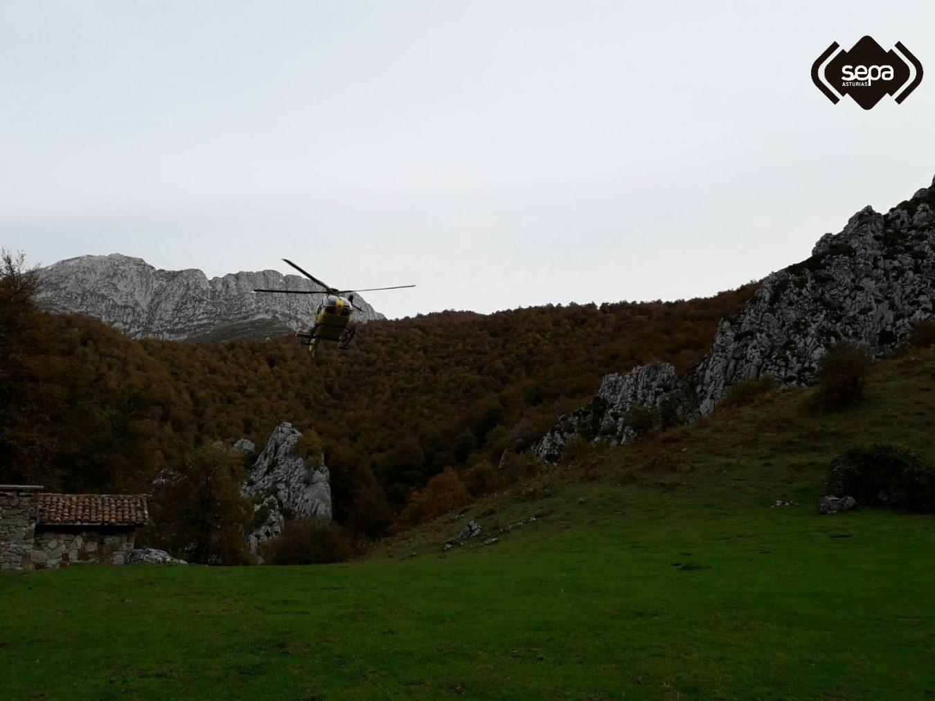 Finaliza con éxito el rastreo que permite localizar a una pareja extraviada en las montañas de Caso