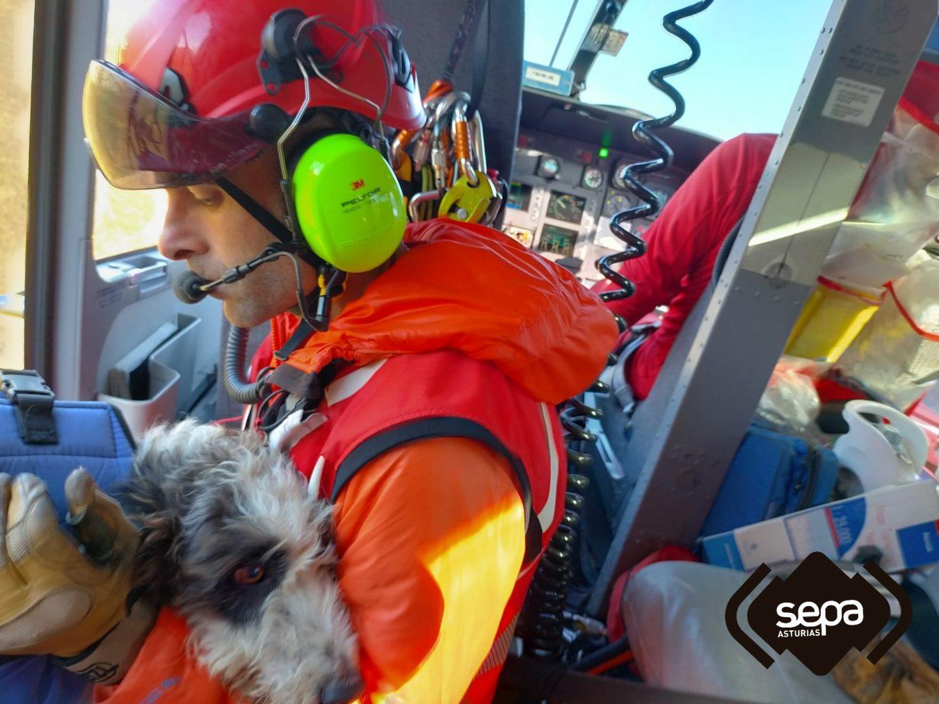 Rescatados un hombre y su perro tras quedarse enricados en el pico Turbina (Peñamellera Alta)