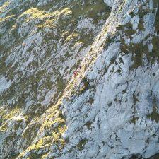 Rescatado ileso un montañero que se quedó enriscado en Tiatordos (Ponga)