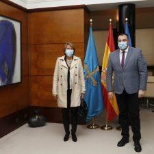 La alcaldesa de Colunga se entrevista con el Presidente del Principado.
